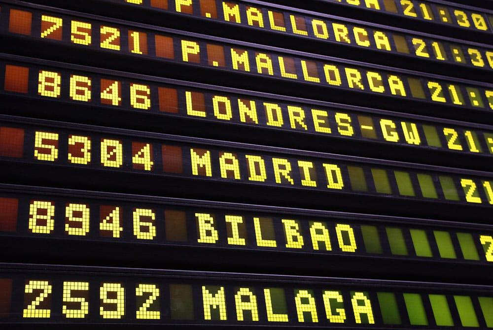 6 tipos de frases en español para el avión que te ayudarán a practicar conversación básica. Harás tu viaje más agradable y satisfactorio.