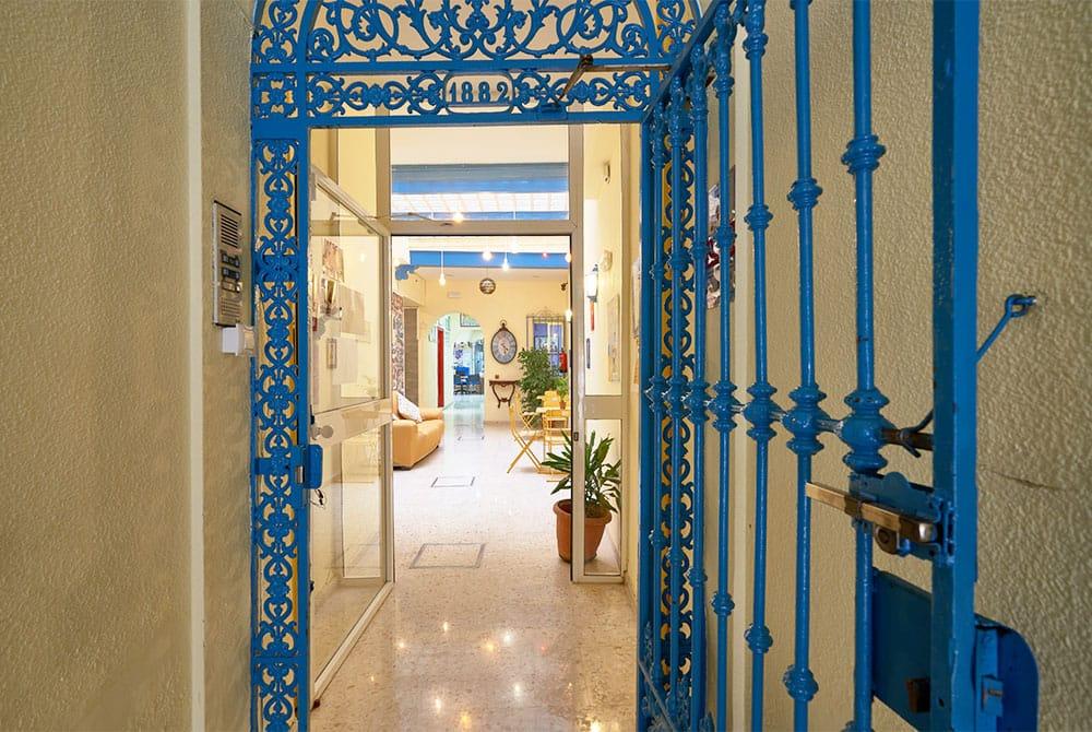 Contacta con Maus School instituto de idiomas en Sevilla.
